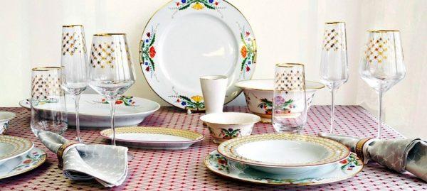 Какой может быть декор на фарфоровой посуде современного образца?