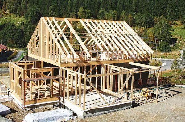 Строительство дома с помощью деревянного каркаса