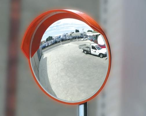 Дорожные зеркала – повышение безопасности пешеходов и водителей