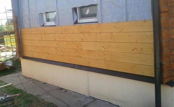 Недорогие варианты наружной обшивки при отделке деревянного дома