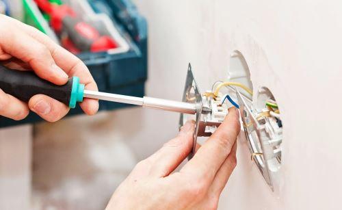 Замена неисправных розеток и выключателей
