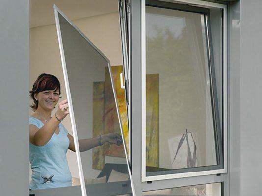 Для чего нужна москитная сетка на пластиковых окнах