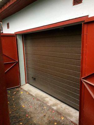 Что лучше для гаража: секционные ворота или распашные?
