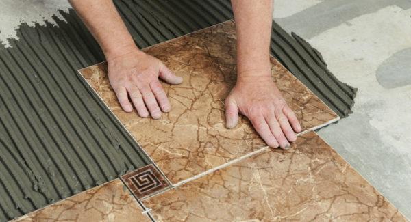 Как грамотно сделать укладку плитки на пол своими руками?