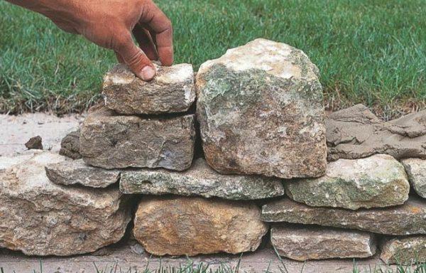 Крепкий камень