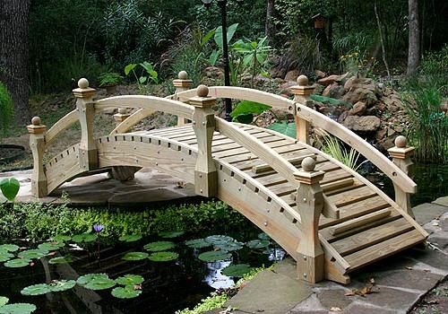 Деревянные садовые мостики - формы и особенности конструкции