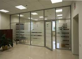 Перегородки из стекла делают пространство офиса эргономичным и комфортным
