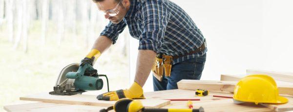 Когда могут понадобиться услуги плотника, и что они делают?