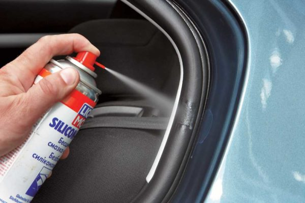 Силиконовая смазка для обработки уплотнителей в автомобиле
