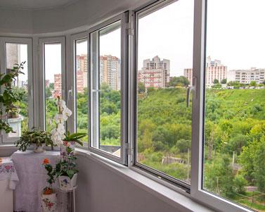 Остекление балконов и лоджий: как это происходит?