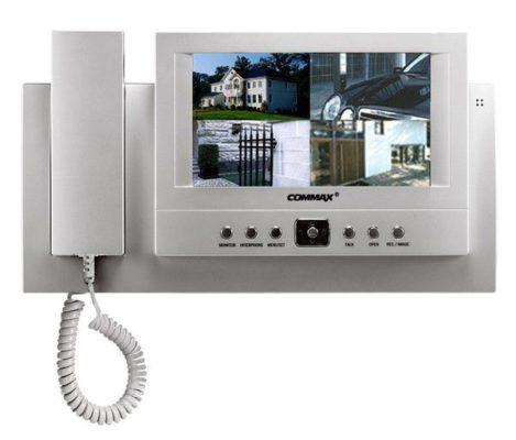 В жилых домах все чаще устанавливают видеодомофоны