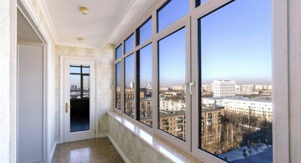 Преимущества остекления лоджии и балкона